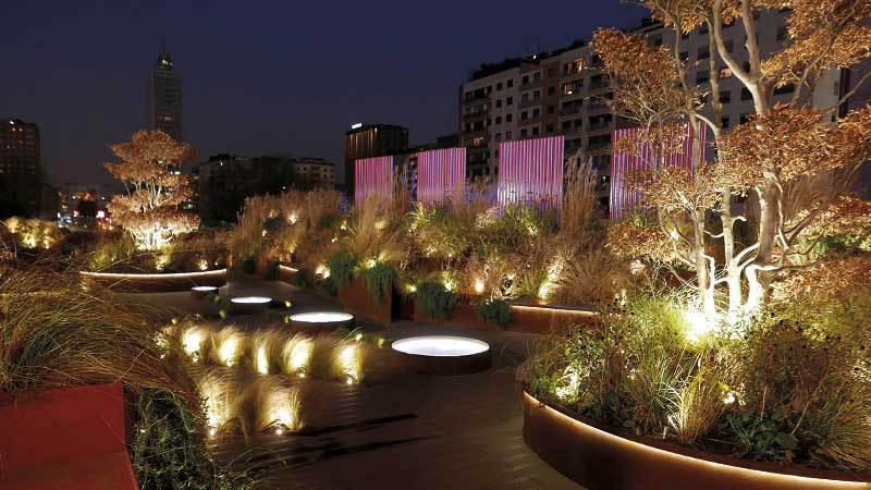 Outdoor lighting products and solutions