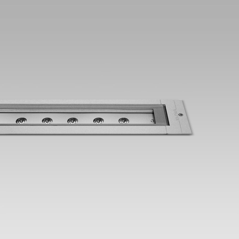 In-ground recessed luminaire with a linear design, for in-line installations, with many possible light beams and effects